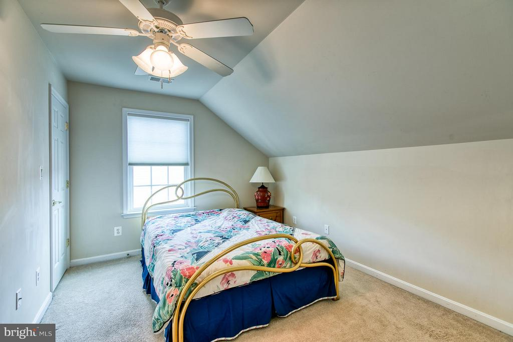 Upper Floor Guest Suite - 9791 BIG BETHEL CIR, FREDERICKSBURG