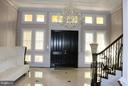 Large and elegant foyer to welcome your guests - 1405 N NASH ST, ARLINGTON