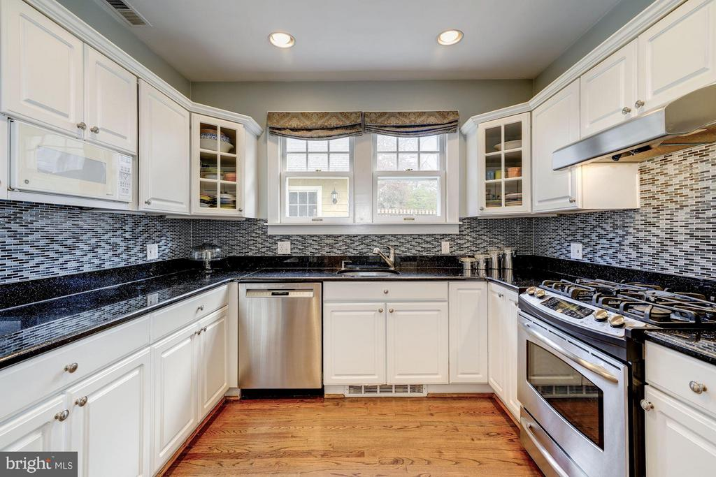 Abundant white cabinetry, granite, stainless - 5709 NEVADA AVE NW, WASHINGTON