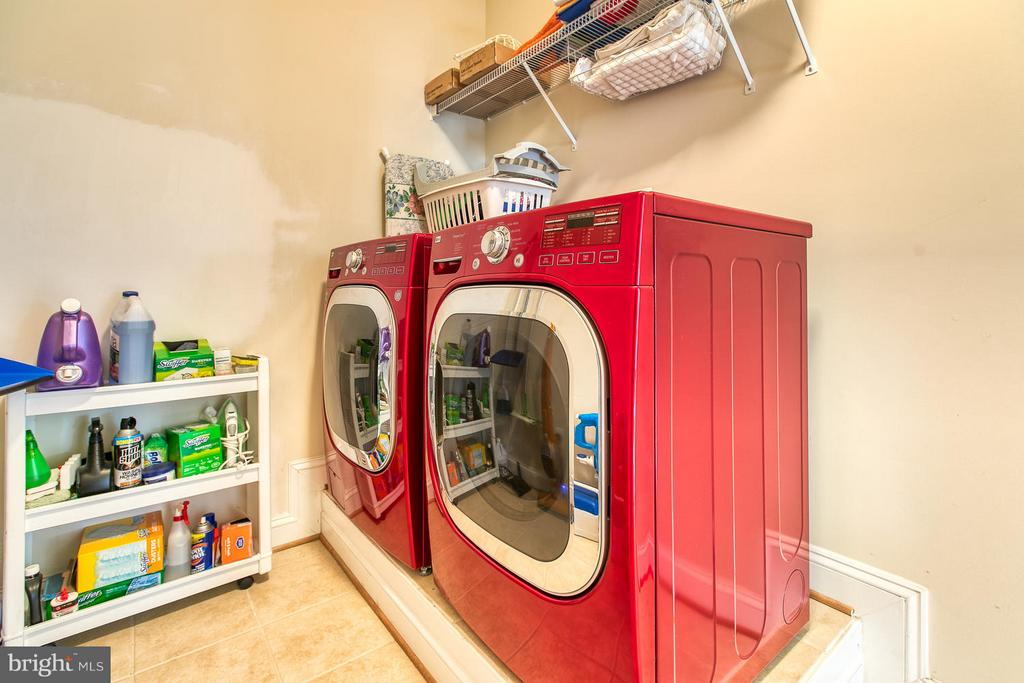 Lots of room here -- Washer and Dryer Convey! - 9791 BIG BETHEL CIR, FREDERICKSBURG