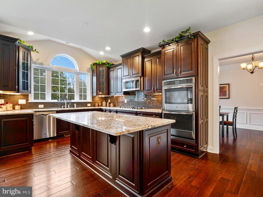 Gorgeous Kitchen with Huge Island & Breakfast Bar - 41433 AUTUMN SUN DR, ALDIE