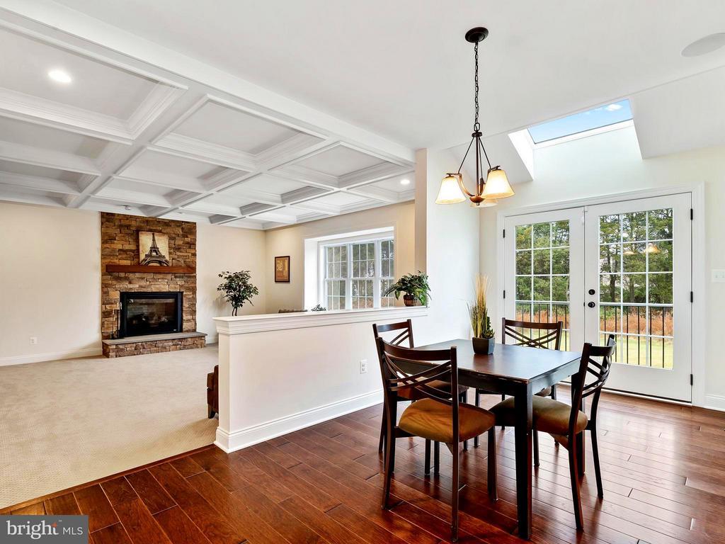 Light, Bright & Open Traditional Floor plan - 41433 AUTUMN SUN DR, ALDIE