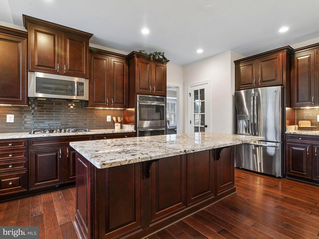 Stainless Steel Appliances & Double Wall Oven - 41433 AUTUMN SUN DR, ALDIE