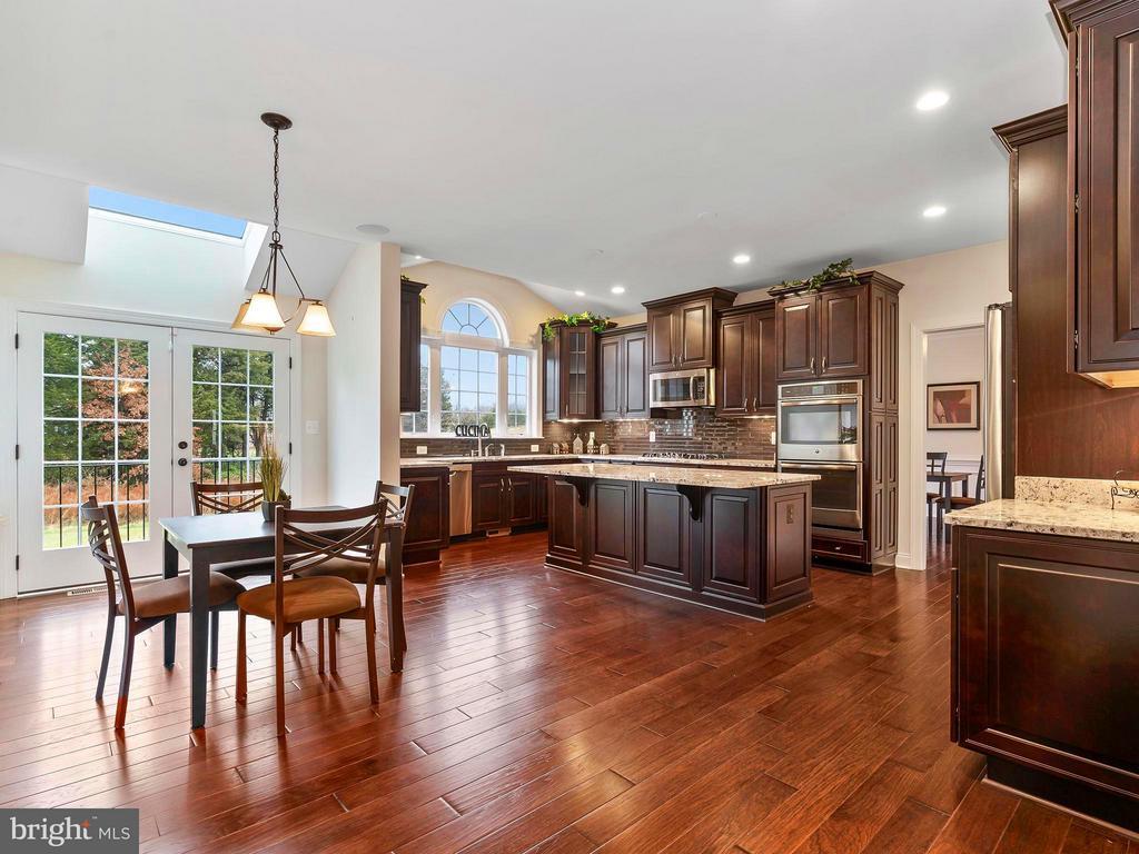 Open Kitchen is great for Entertaining - 41433 AUTUMN SUN DR, ALDIE