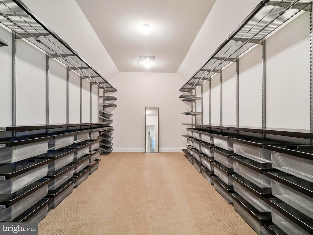 A Closet every girl dreams of, with Organizers - 41433 AUTUMN SUN DR, ALDIE