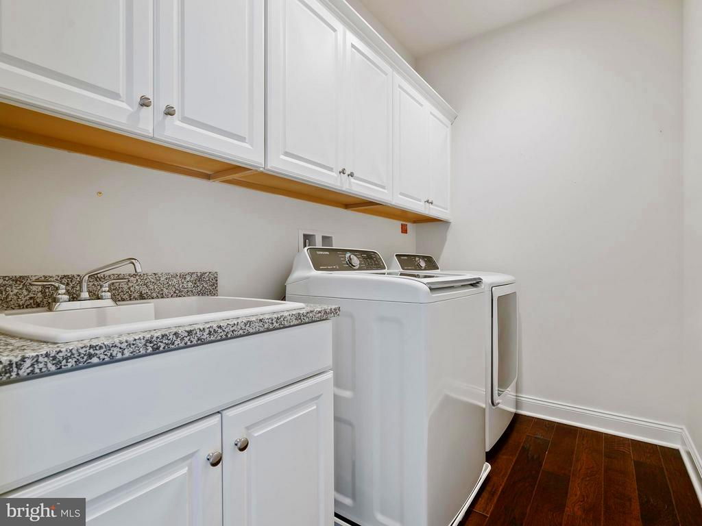 Laundry Room is upstairs with Sink & Cabinets - 41433 AUTUMN SUN DR, ALDIE