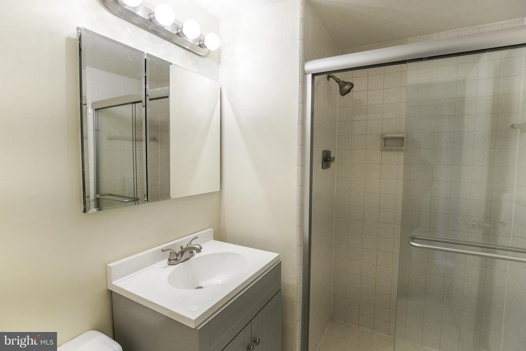 Ensuite Bath #2 - 2801 NEW MEXICO AVE NW #919, WASHINGTON