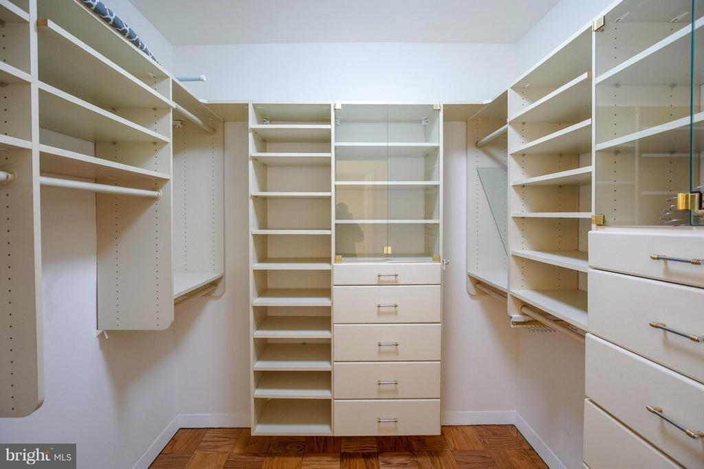 Owner's Walk-in Closet - 2801 NEW MEXICO AVE NW #919, WASHINGTON