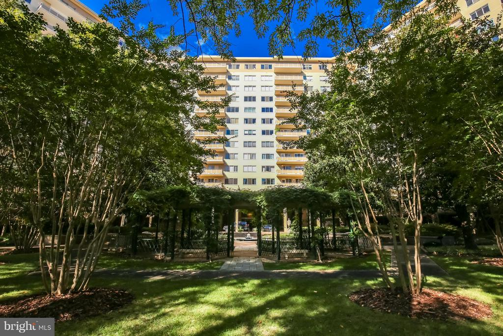 5 Star Living at the Colonnade - 2801 NEW MEXICO AVE NW #919, WASHINGTON