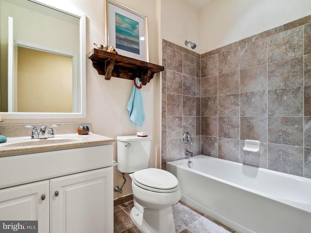Basement Full Bath - 41433 AUTUMN SUN DR, ALDIE