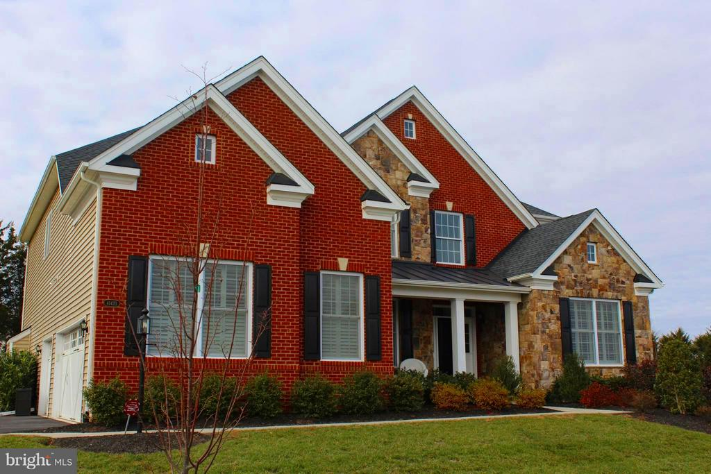 Brick and Stone Front Home faces East - 41433 AUTUMN SUN DR, ALDIE