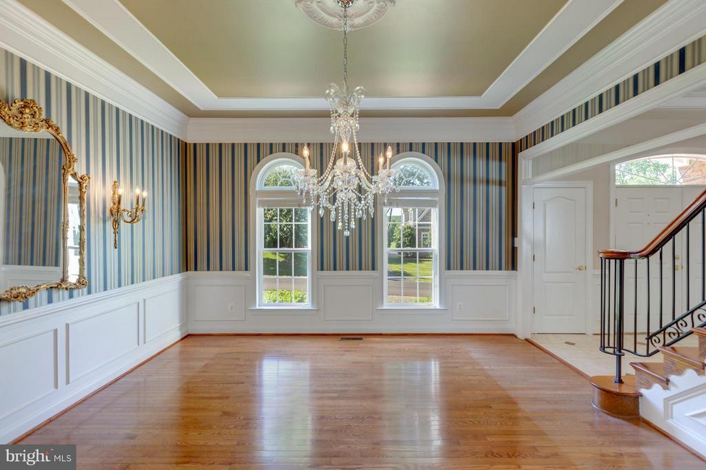 Large Formal Dining Room Upgraded Lighting - 41605 SWIFTWATER DR, LEESBURG