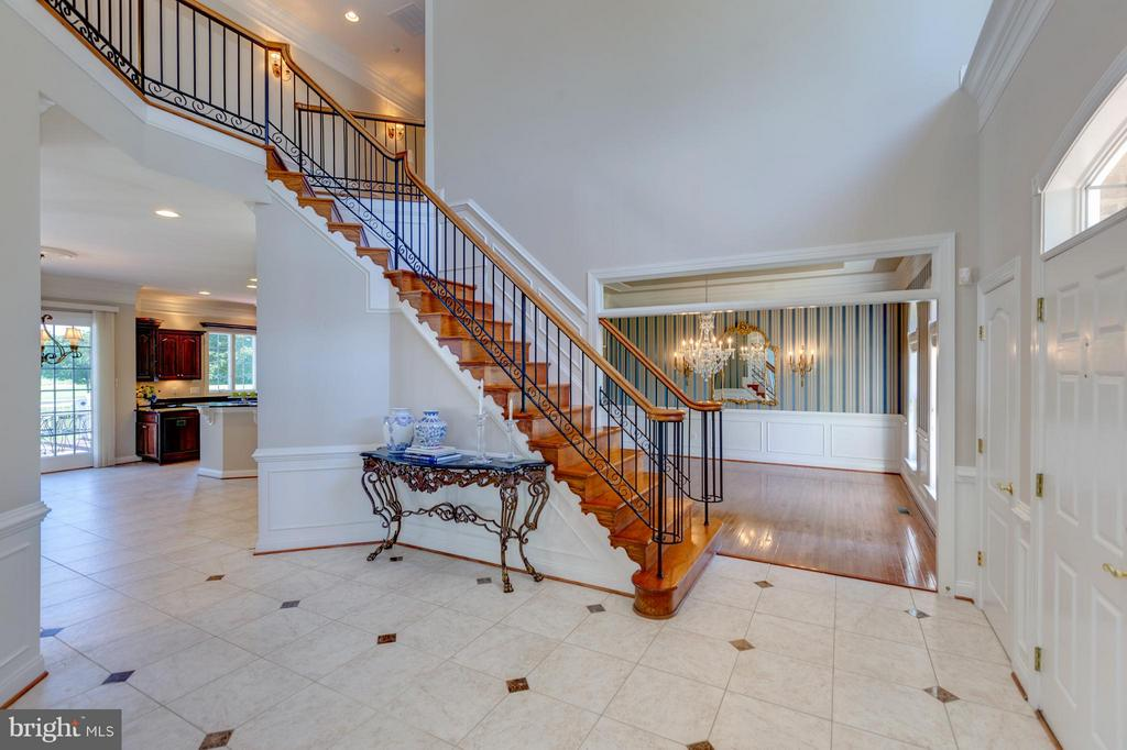 Open Floor Plan with High Ceilings - 41605 SWIFTWATER DR, LEESBURG