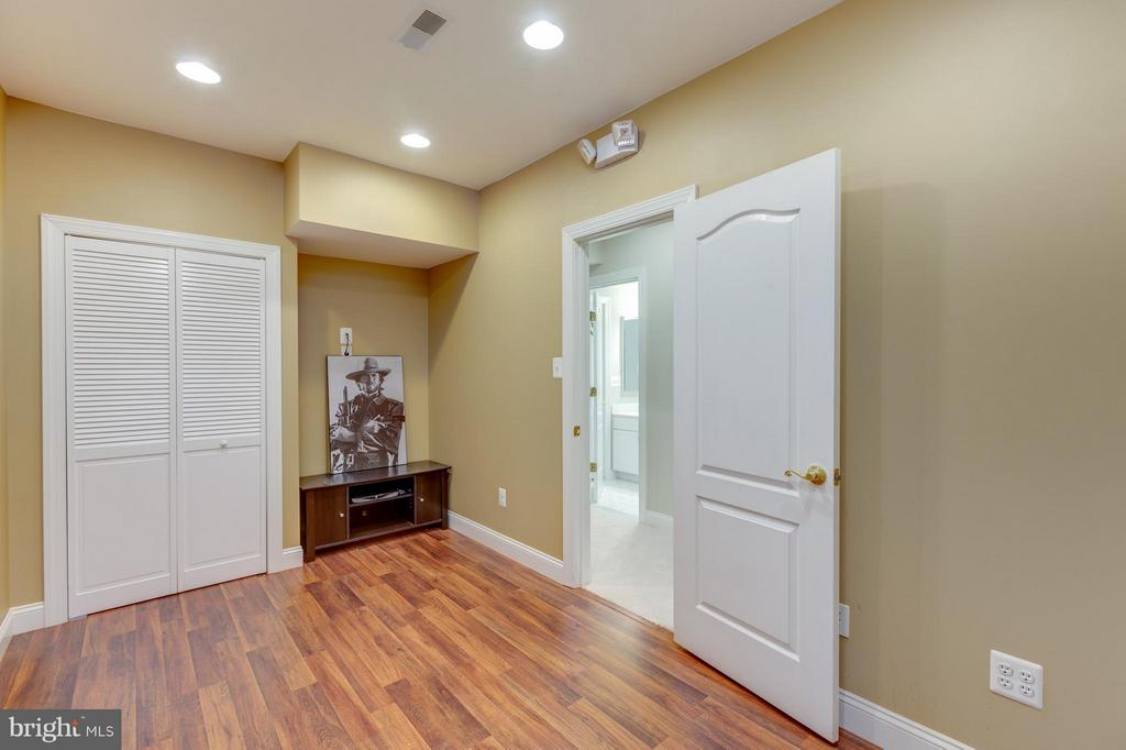 Lower Level Office or Work Room - 41605 SWIFTWATER DR, LEESBURG