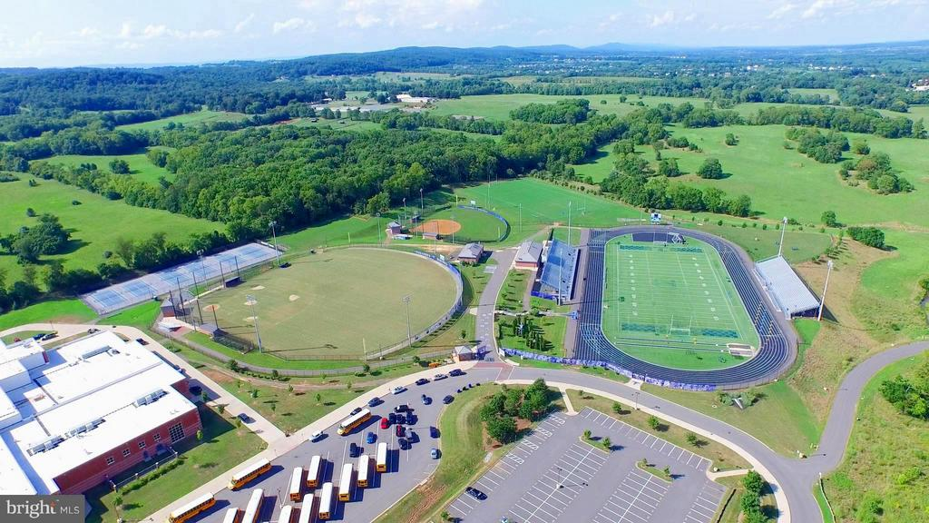 Tuscarora High School - 41605 SWIFTWATER DR, LEESBURG