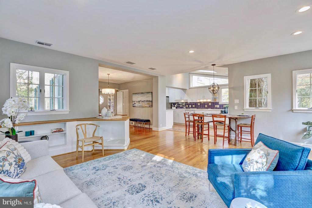 Family room opens to the kitchen. - 6613 32ND ST NW, WASHINGTON
