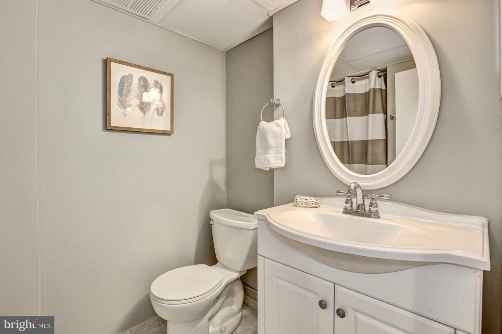 Lower level full bath - 6613 32ND ST NW, WASHINGTON