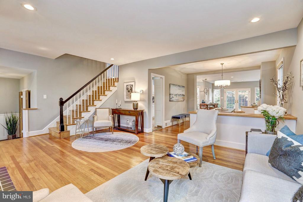 And ideal open concept first floor - 6613 32ND ST NW, WASHINGTON