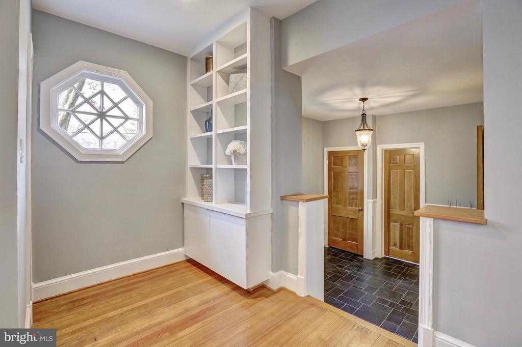 Charming built ins & hexagonal window - 6613 32ND ST NW, WASHINGTON