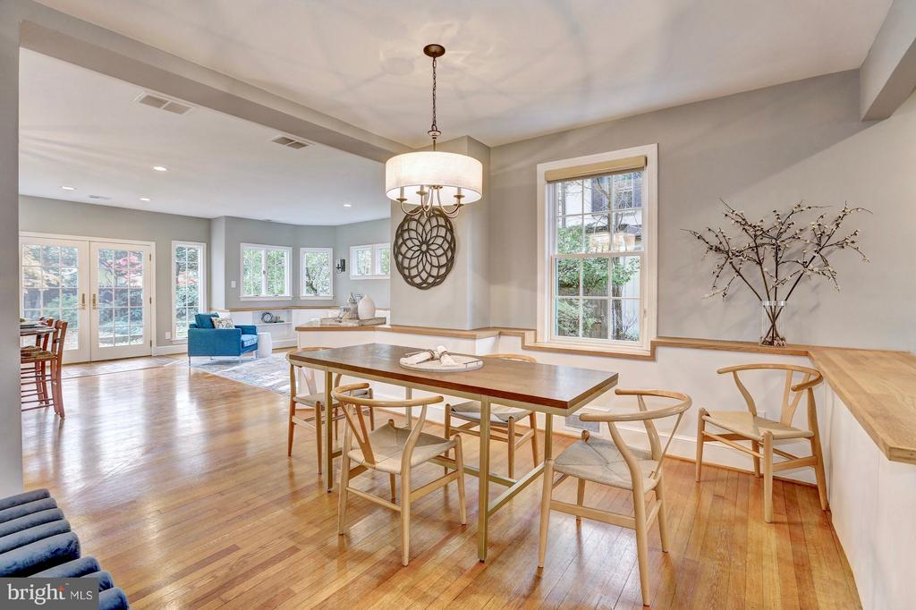 Formal dining room flows into family room - 6613 32ND ST NW, WASHINGTON