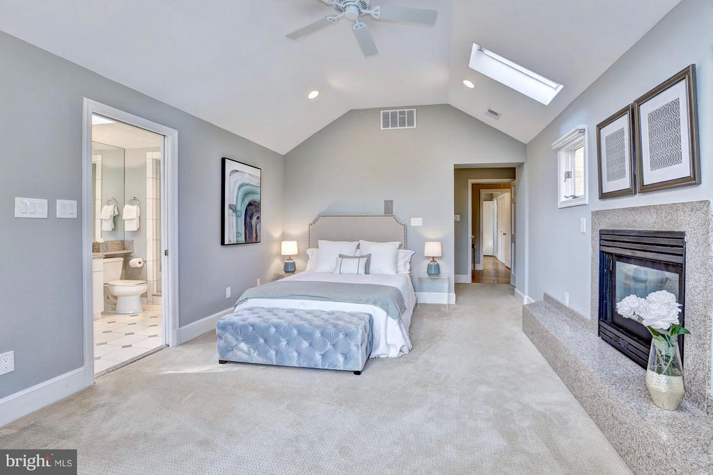 Vaulted ceilings and skylights add an airy feel - 6613 32ND ST NW, WASHINGTON