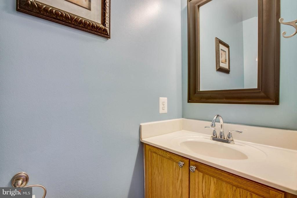 Half bath on main level - 11708 S OXBOW CT, FREDERICKSBURG