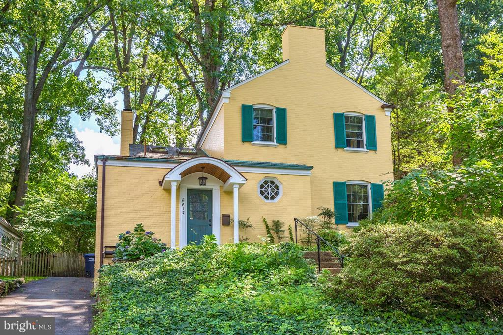 Welcome home to this happy, yellow house! - 6613 32ND ST NW, WASHINGTON