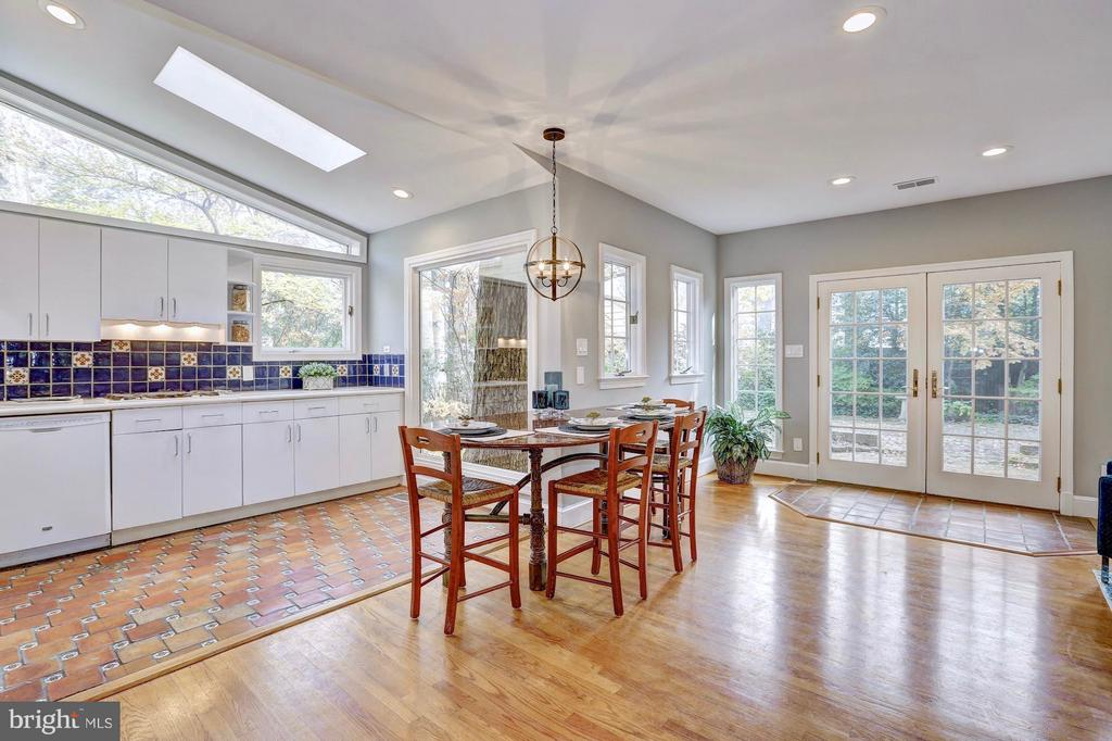Custom granite kitchen table that seats five - 6613 32ND ST NW, WASHINGTON