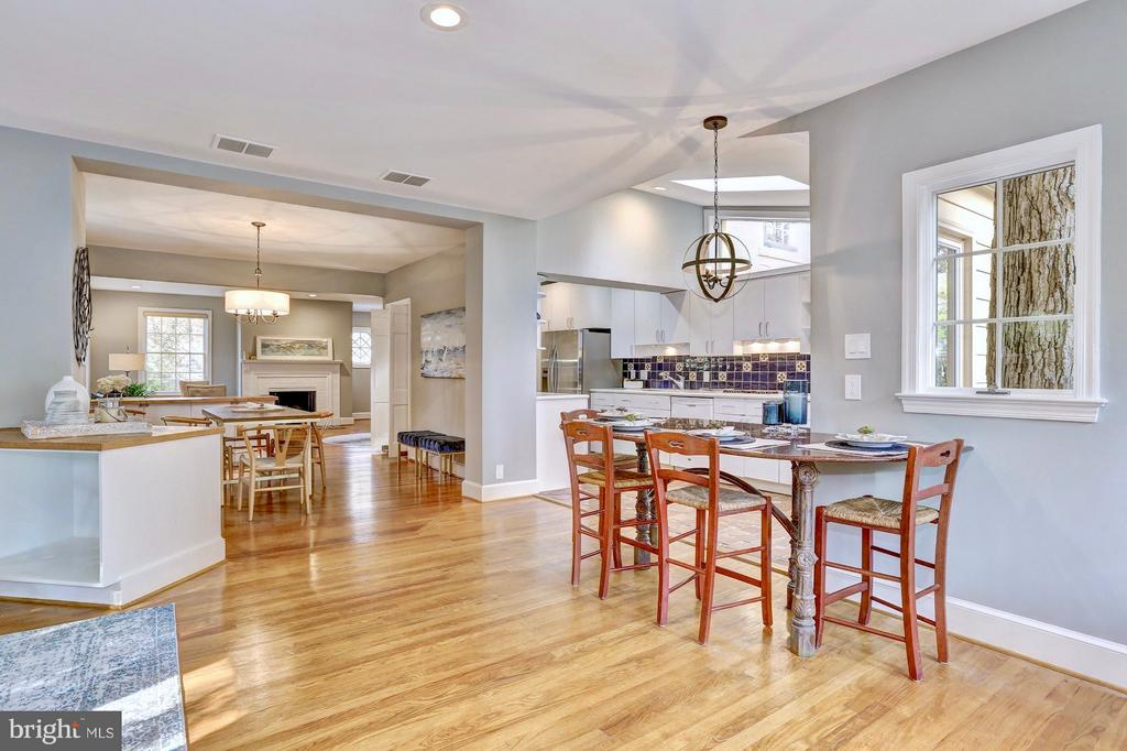 Built-in granite table for casual dining - 6613 32ND ST NW, WASHINGTON
