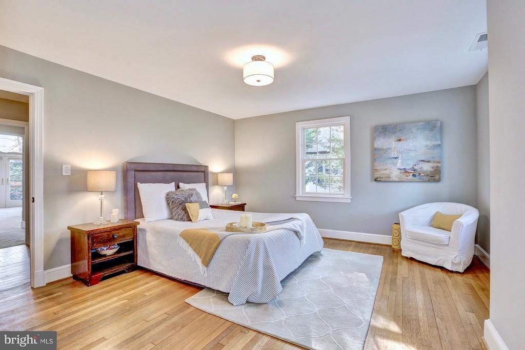 Large bedroom with gleaming hardwoods - 6613 32ND ST NW, WASHINGTON