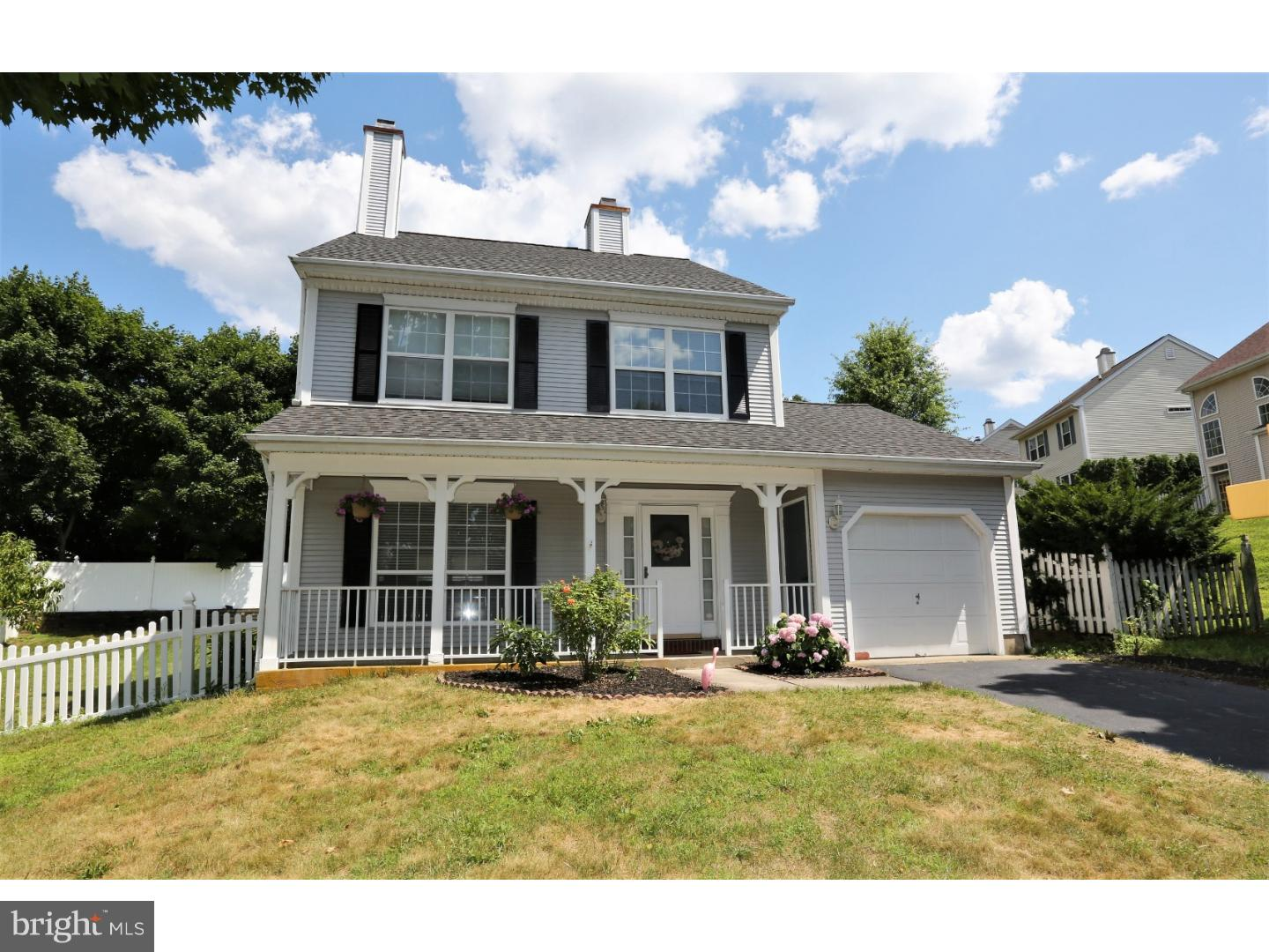 Single Family Home for Sale at 4 BUCKNELL Court Kendall Park, New Jersey 08824 United StatesMunicipality: South Brunswick Township