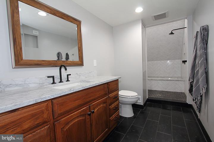 Recently renovated master bathroom - 19319 HARMONY CHURCH RD, LEESBURG