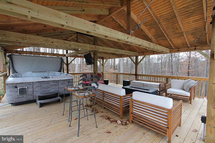 Spacious gazebo with hot tub! - 19319 HARMONY CHURCH RD, LEESBURG