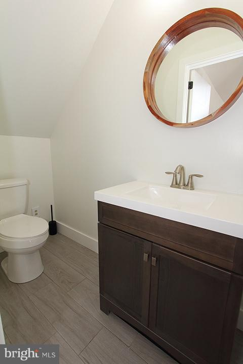 Upper level new half bath - 19319 HARMONY CHURCH RD, LEESBURG