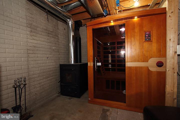 Lower level wood stove and sauna! - 19319 HARMONY CHURCH RD, LEESBURG