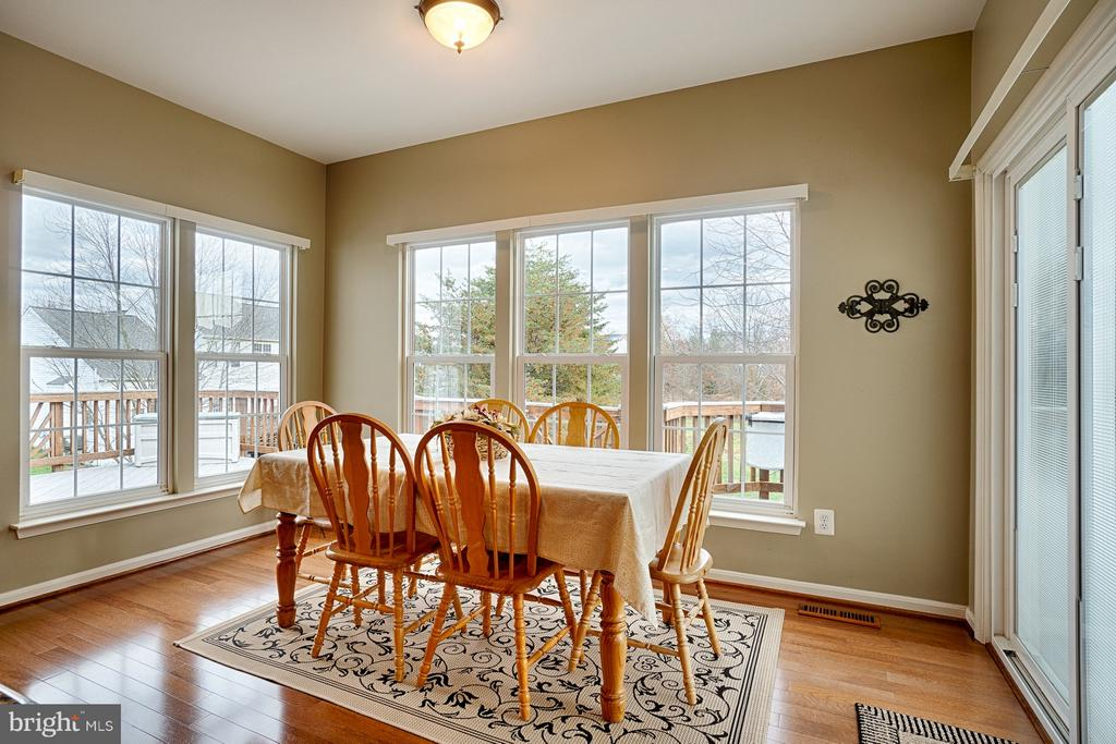 Breakfast Nook off kitchen w/new sliders to deck - 43189 CARDSTON PL, LEESBURG
