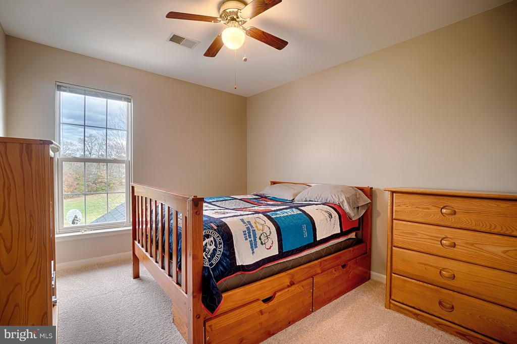 Bedroom #3 - new carpet and space for full bed - 43189 CARDSTON PL, LEESBURG