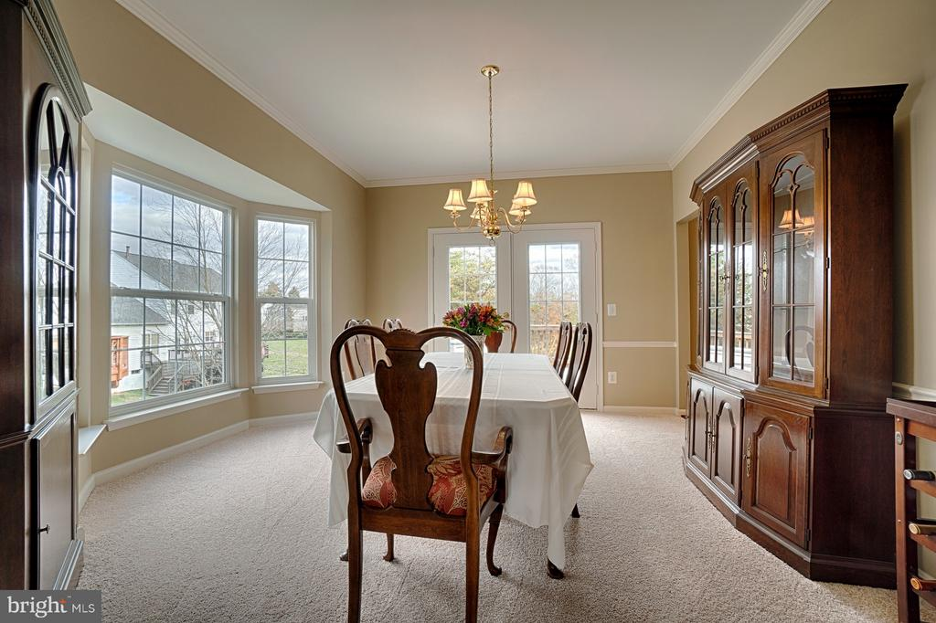 Spacious Dining Room with Bay Window & French Door - 43189 CARDSTON PL, LEESBURG