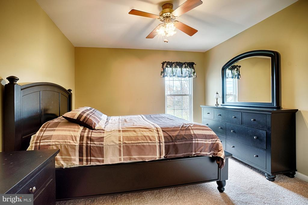 Large Bedroom #2 with new carpet & walk in closet - 43189 CARDSTON PL, LEESBURG
