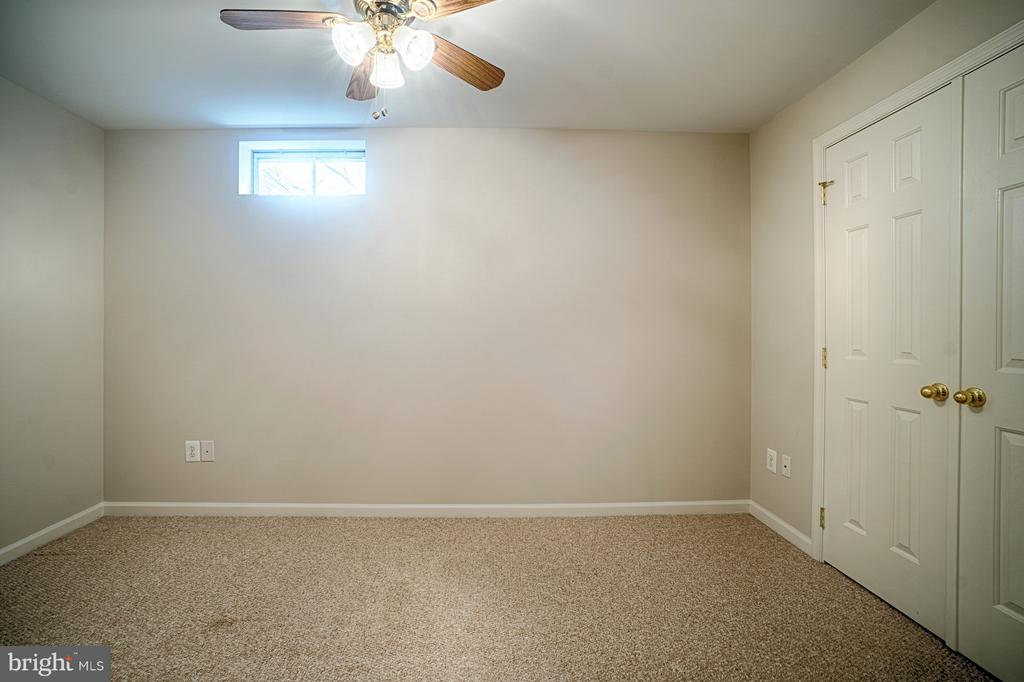 LL office/playroom area - 43189 CARDSTON PL, LEESBURG