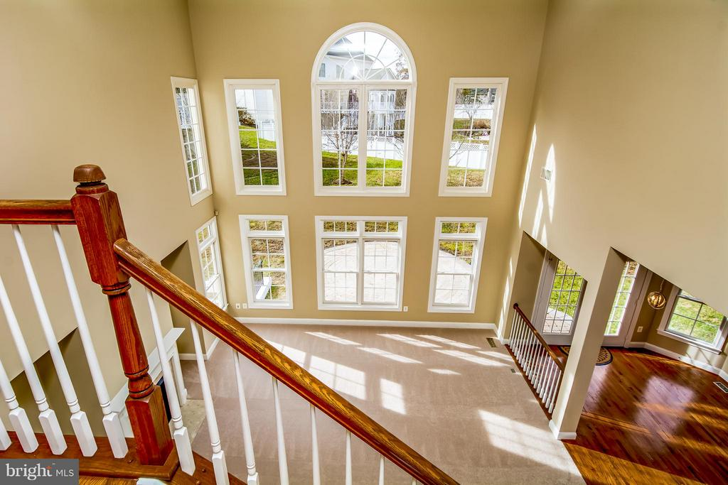 VIEW OF 2-STORY FAM RM  FROM REAR STAIRSCASE - 12282 TIDESWELL MILL CT, WOODBRIDGE