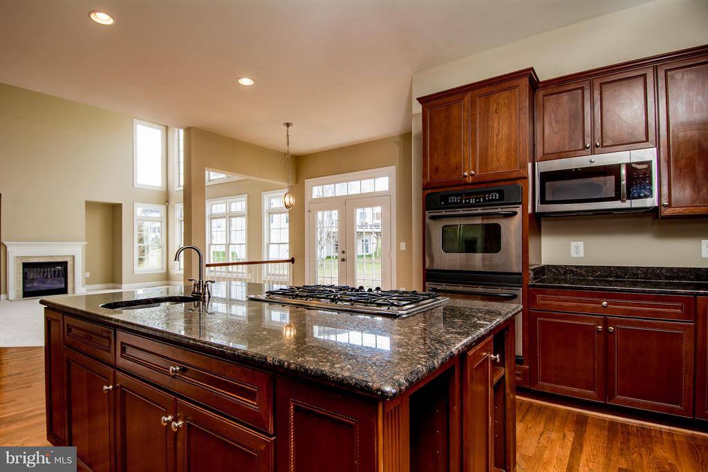 VIEW OF BREAKFAST ROOM FROM KITCHEN - 12282 TIDESWELL MILL CT, WOODBRIDGE