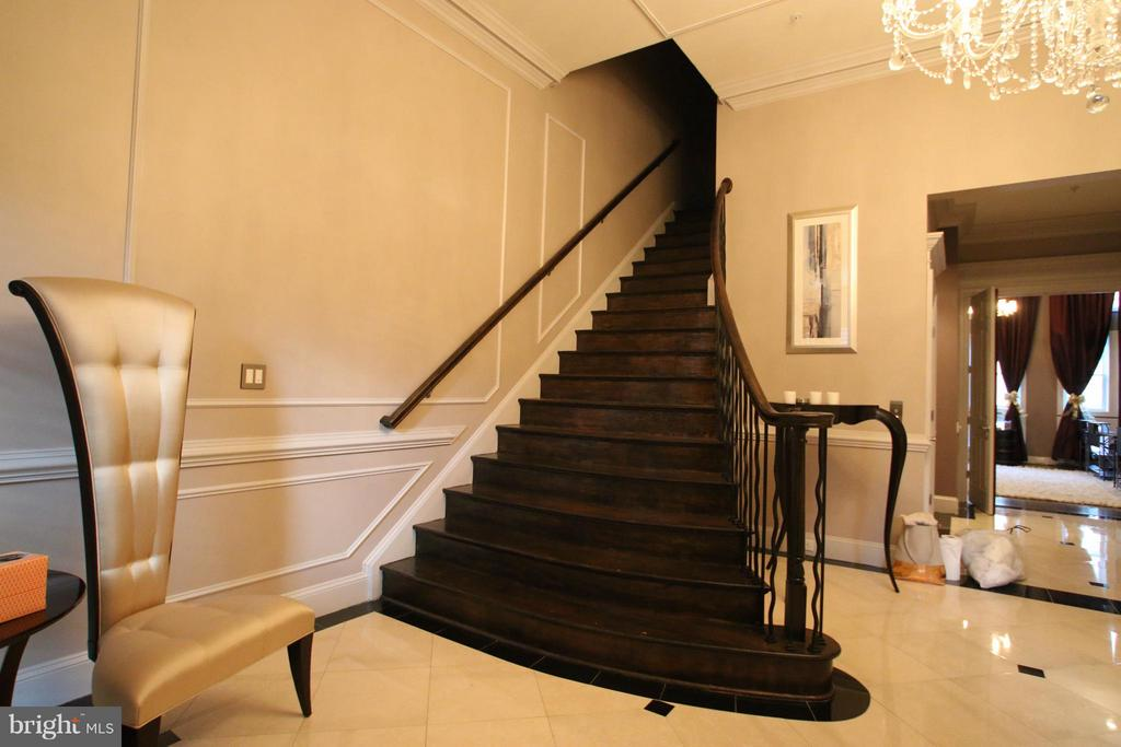 Dramatic stairs to next level (or use elevator) - 1405 N NASH ST, ARLINGTON