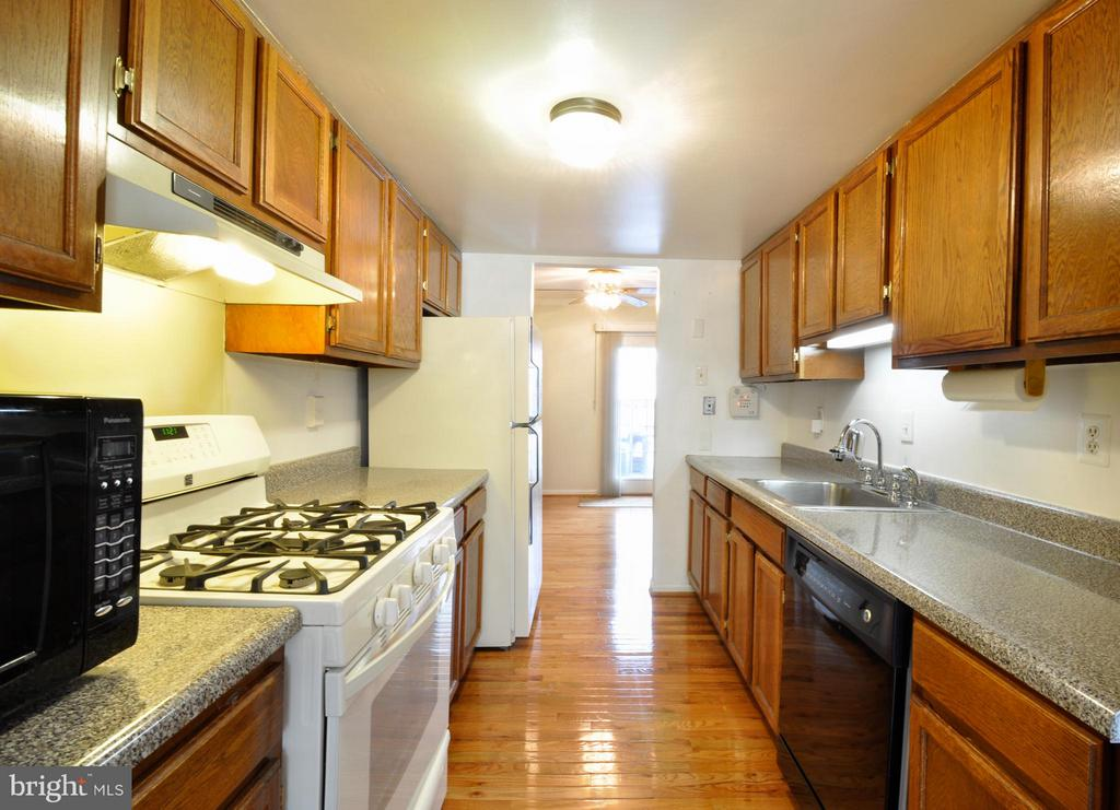 Kitchen - Gas Stove, Dishwasher and Refrigerator - 2800 HOGAN CT, FALLS CHURCH