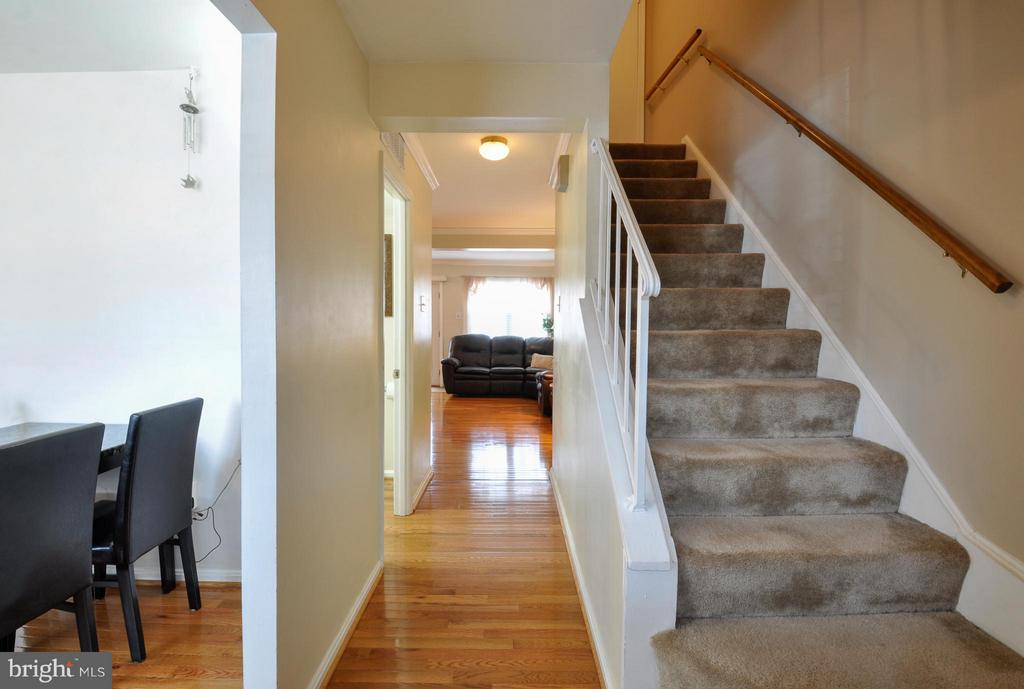 Main Entrance Hallway - 2800 HOGAN CT, FALLS CHURCH