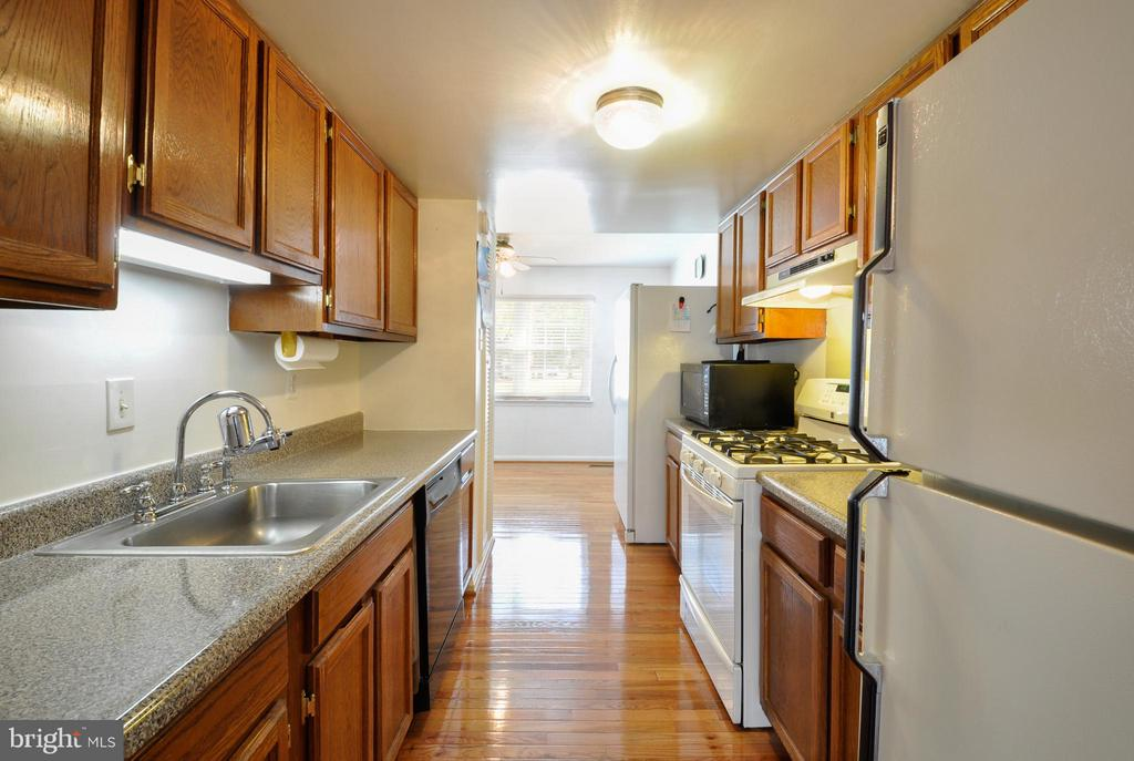 Kitchen - 2800 HOGAN CT, FALLS CHURCH