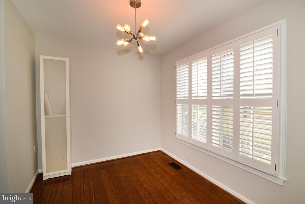 Updated Lighting! - 11924 GLEN ALDEN RD, FAIRFAX