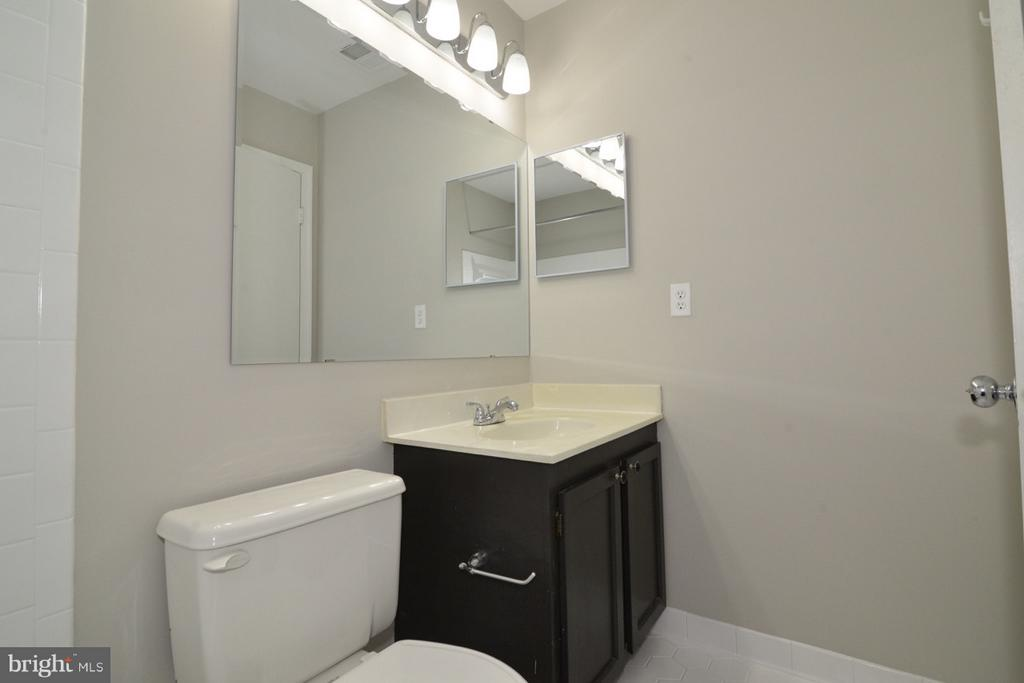 Upper Hall Guest Bathroom - 11924 GLEN ALDEN RD, FAIRFAX