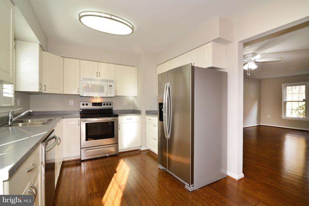 BRAND NEW Appliances! - 11924 GLEN ALDEN RD, FAIRFAX