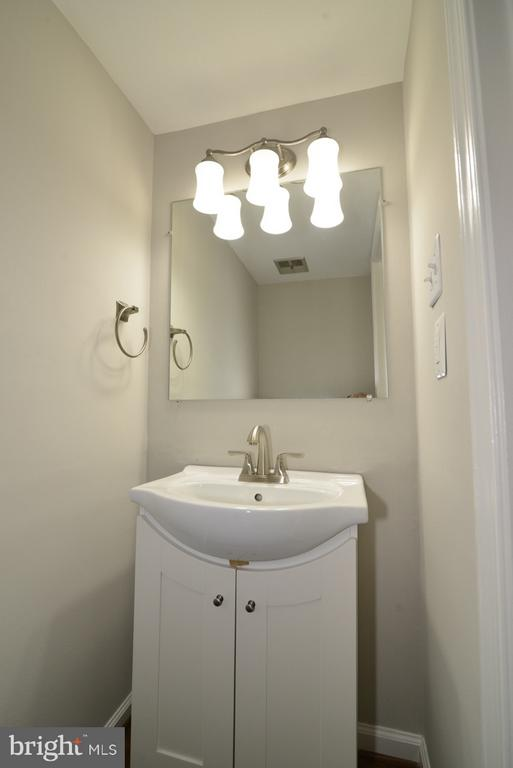 Main Level Powder Room - 11924 GLEN ALDEN RD, FAIRFAX